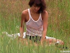 Suzy Always Visits The Grassland For The Peaceful Vaginal Masturbation Porn Videos